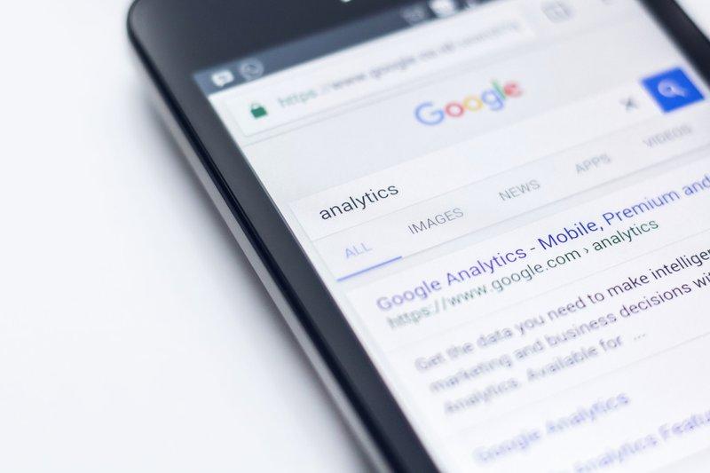 Google analytics phone / Photographer: Edho Pratama | Source: Unsplash